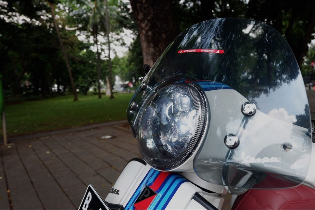 How to Mount a Led Bulb in Vespa Headlights